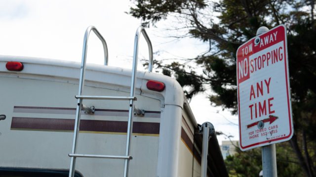 This RV is parked closed to a tow-away zone on Winston drive on Thursday, Sept. 13. (David Rodriguez/Golden Gate Xpress)