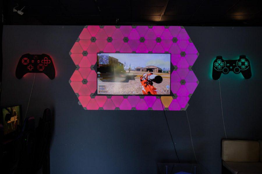 Inside of Cyber Racoon Pc Café in Santa Clara, Calif. (Amalia Diaz / Xpress Magazine)